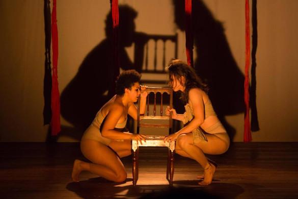 Mulheres in Capitu: traz o feminismo para o palco.