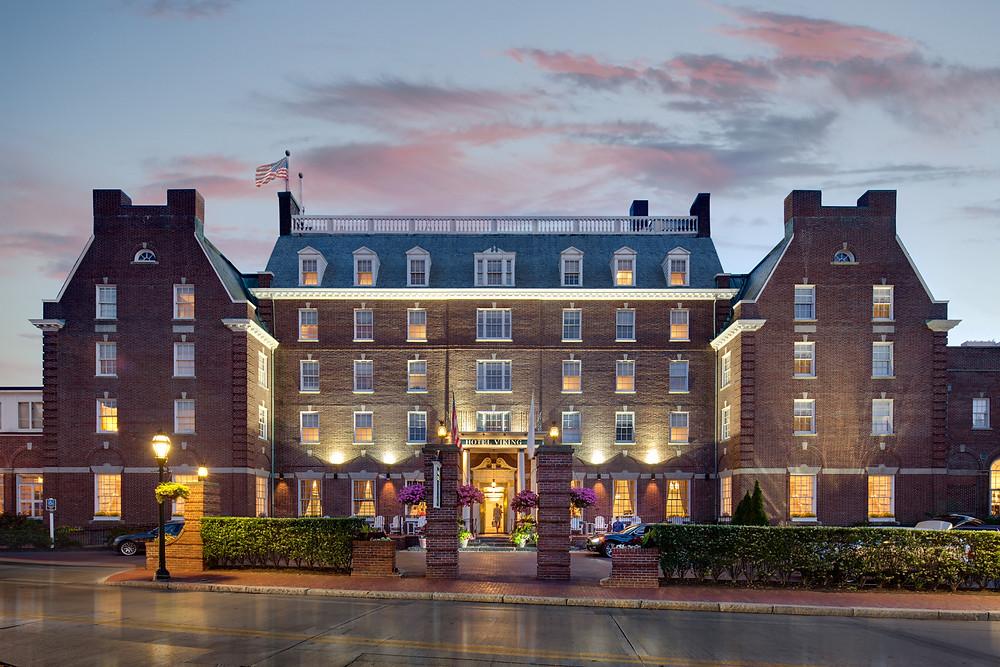 The historic Hotel Viking at dusk