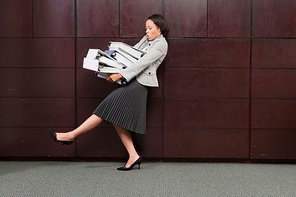 business-woman-carrying-files_rK7eGjZAHs