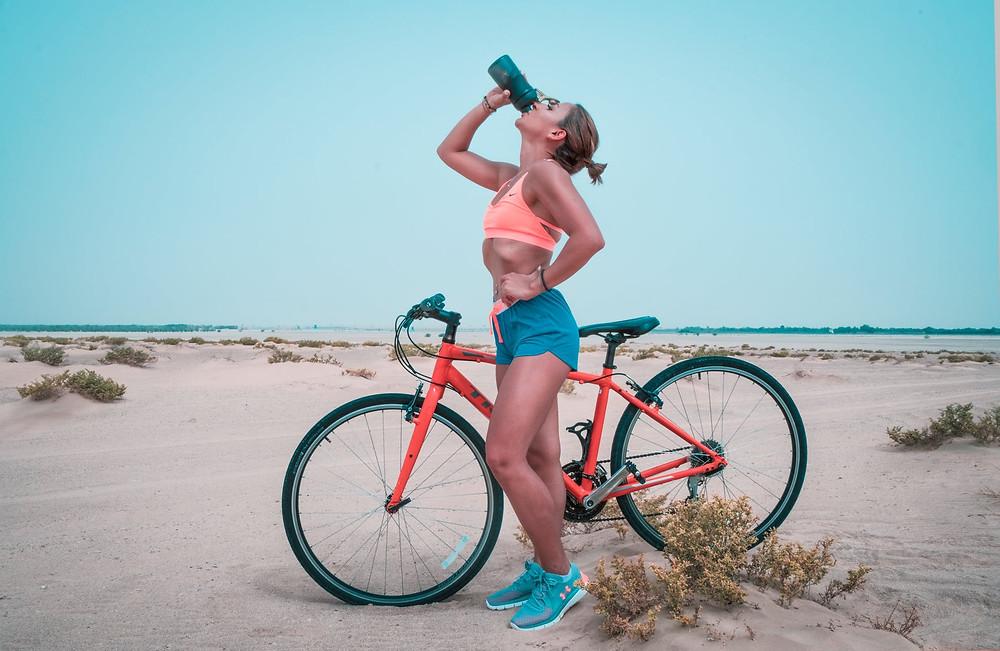 Mulher com a bicicleta