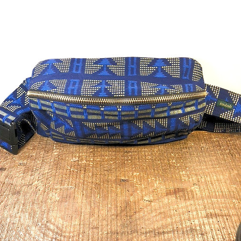 Blue Arrow • The big belt bag