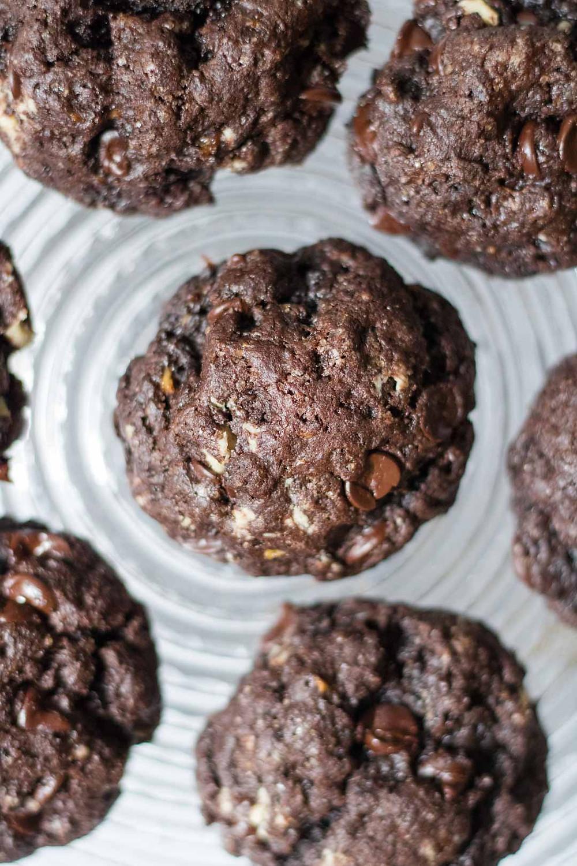עוגיות פאדג' שוקולד טבעוניות מקמח כוסמין מלא