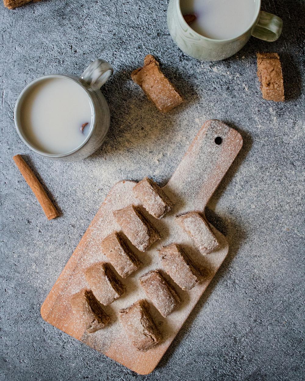 עוגיות רולדה טבעוניות מקמח כוסמין מלא במילוי נוגט טבעוני וממרח אגוזי לוז