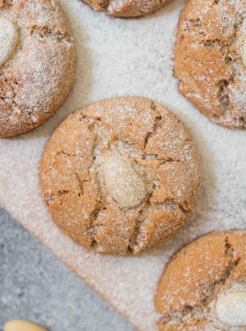 עוגיות שקדים טבעוניות מקמח כוסמין מלא וקמח שקדים עוגיות טבעוניות
