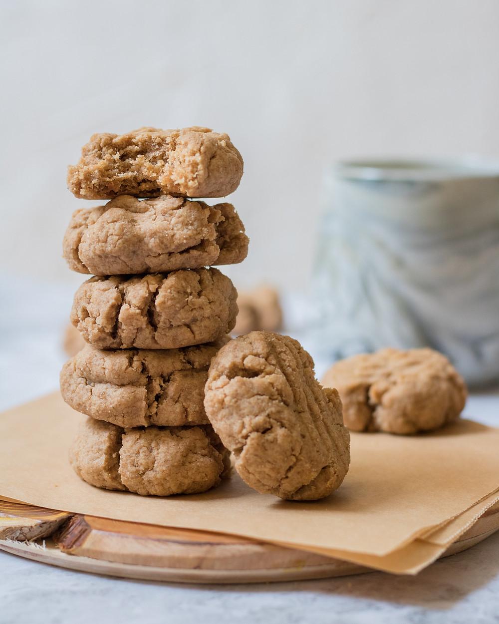 עוגיות טחינה טבעוניות מקמח כוסמין מלא פריכות ומתוקות