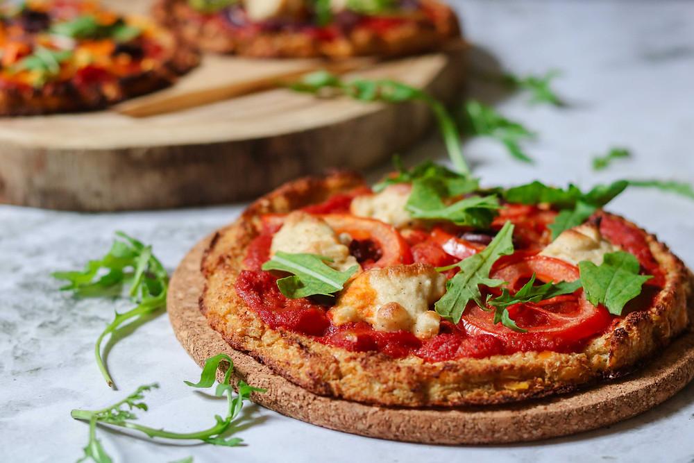פיצה כרובית טבעונית ללא גלוטן דלת קלוריות מזינה ובריאה