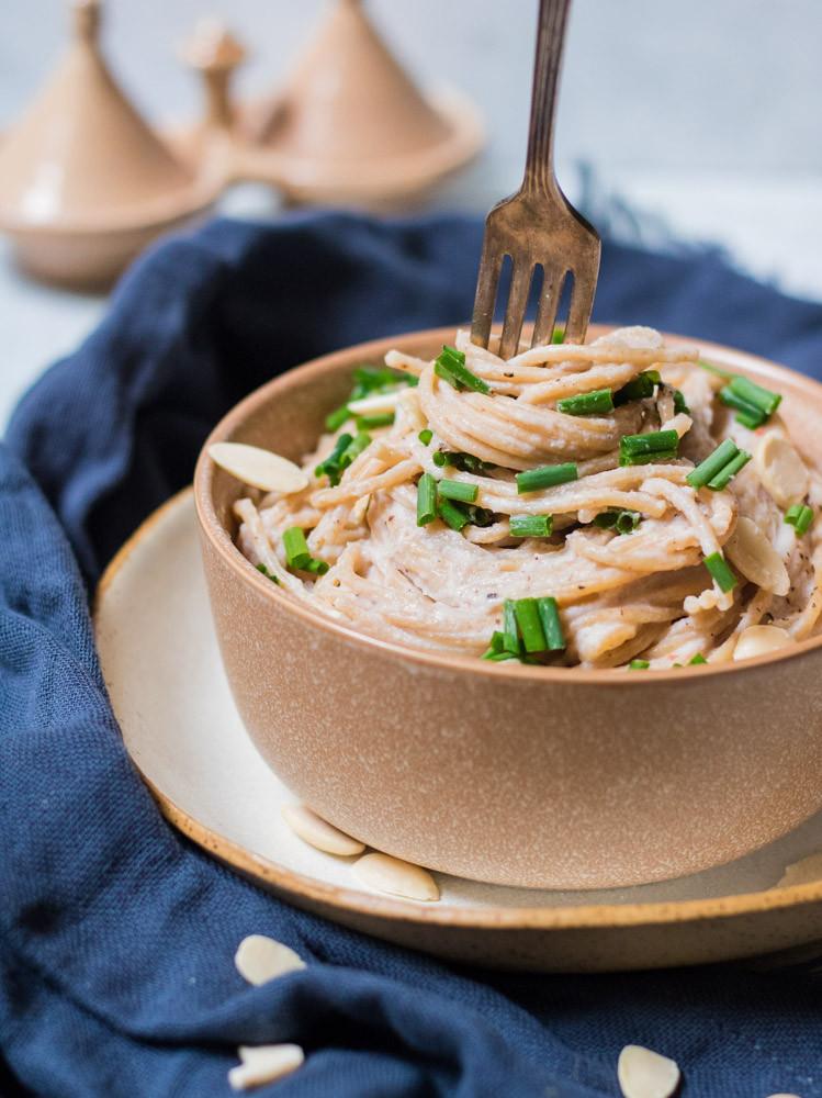 פסטה טבעונית ברוטב קרם כרובית טבעוני לכבוד שבועות