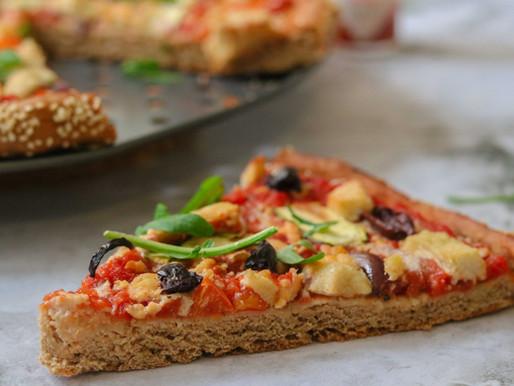 פיצה מקמח כוסמין מלא ללא שמרים עם מוצרלה קשיו