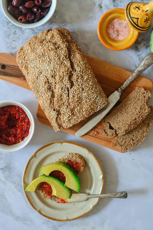 לחם מקמח כוסמין מלא וקמח טף ללא שמרים ללא לישה טבעוני