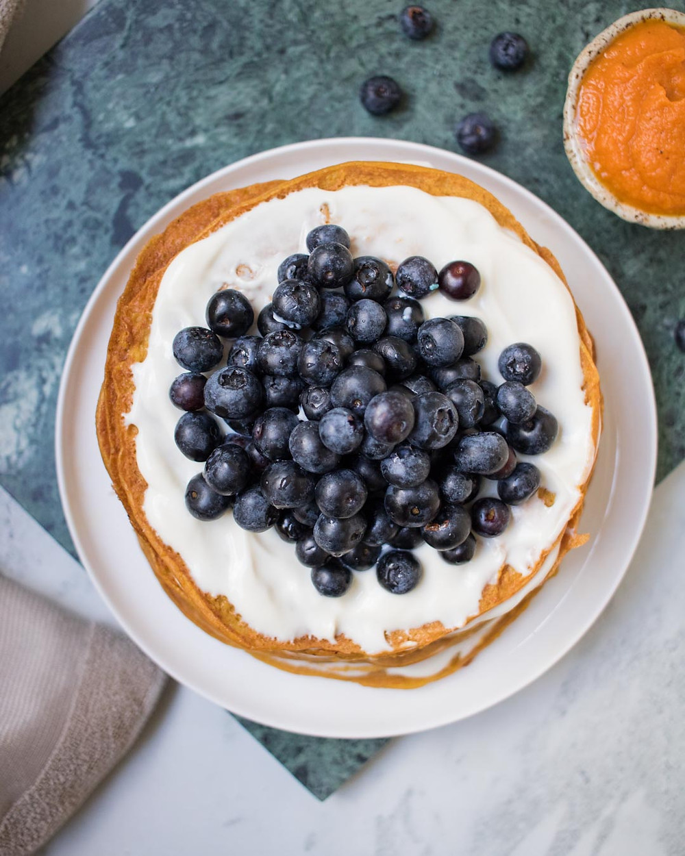 עוגת קרפים עם דלעת ויוגורט טבעוני מקמח כוסמין עוגה טבעונית