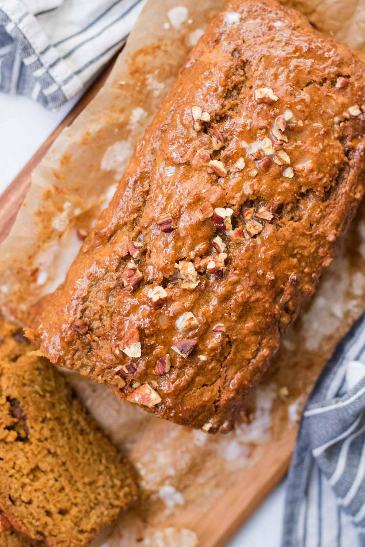 עוגת גזר בחושה טבעונית ורכה מקמח כוסמין מלא עוגת גזר בריאה