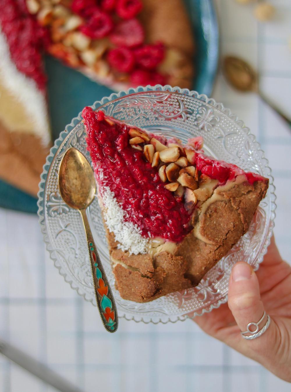 גאלט מבצק פריך ללא גלוטן טבעוני במילוי ממרח מקדמיה פירות יער וקוקוס