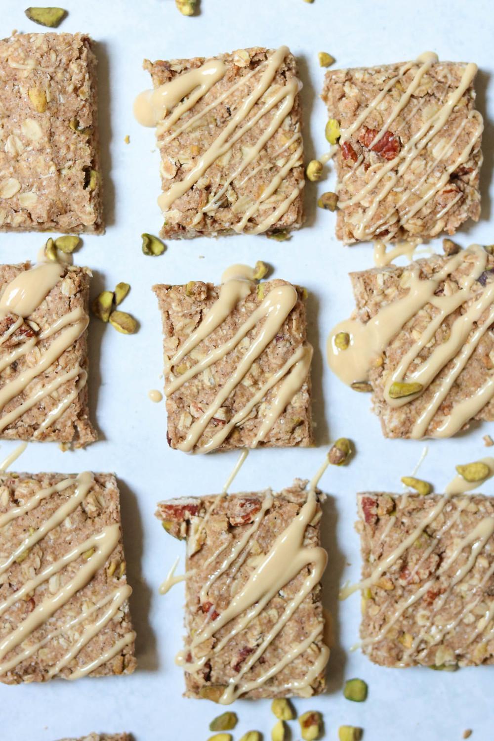 חטיפי גרנולה טבעוניים מקמח כוסמין מלא ושיבולת שועל חטיפי בריאות טבעוני