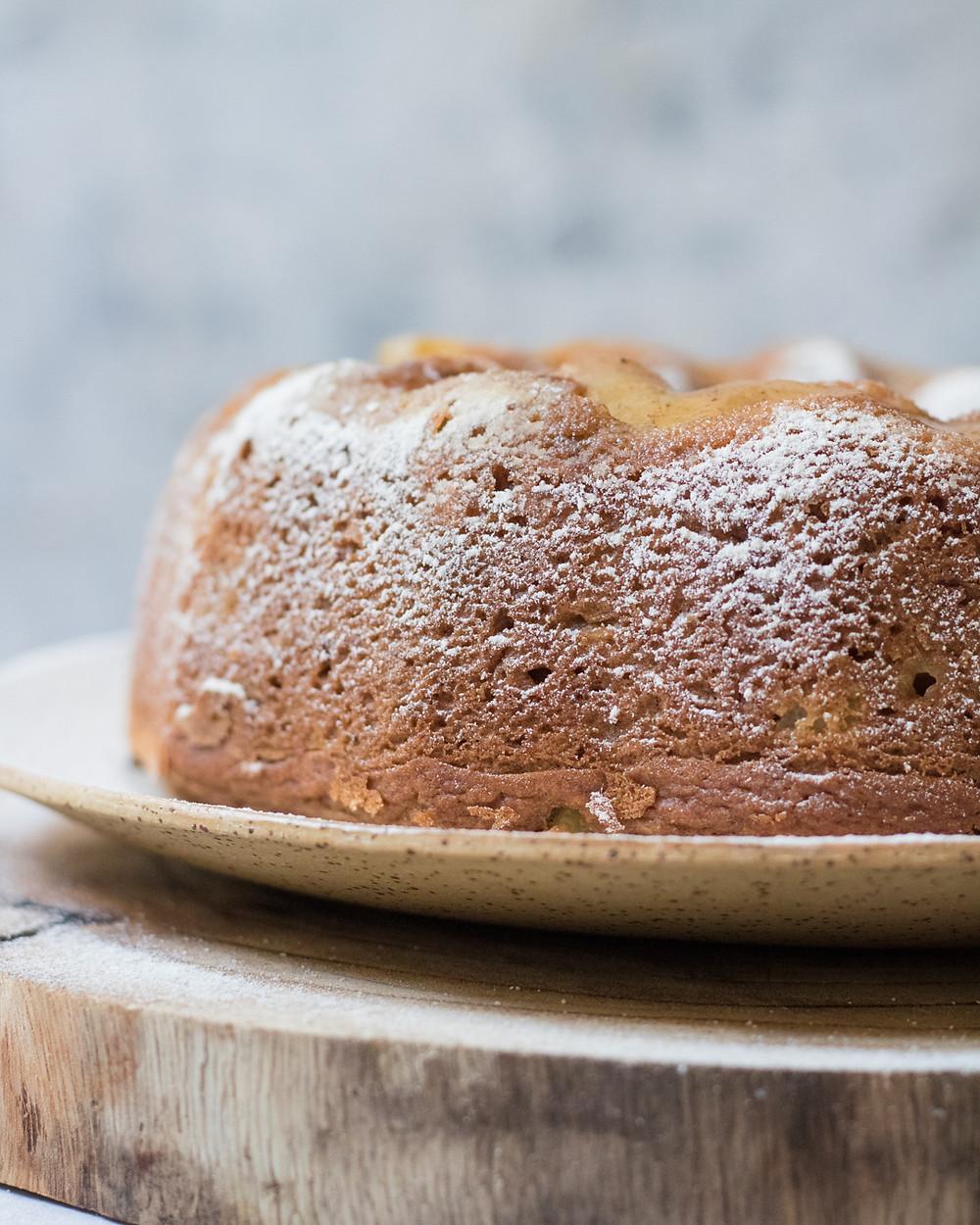 עוגת תפוחים טבעונית מקמח כוסמין מלא עם קינמון לכבוד ראש השנה