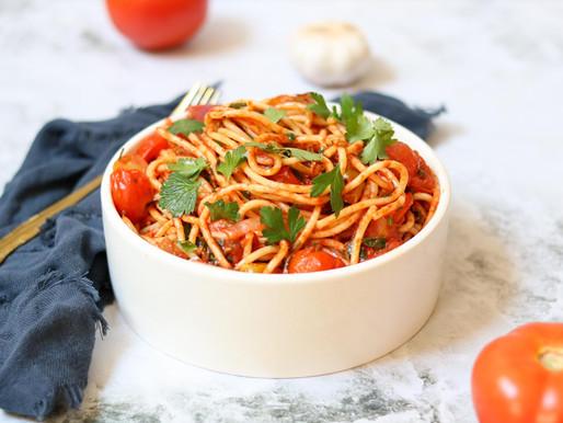 ספגטי ברוטב עגבניות קלאסי עם ירוקים