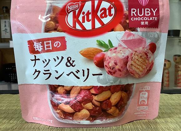 Kit Kat Nut & Cranberry
