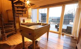 salon avec kicker donnant accès à la terrasse du 1er étage