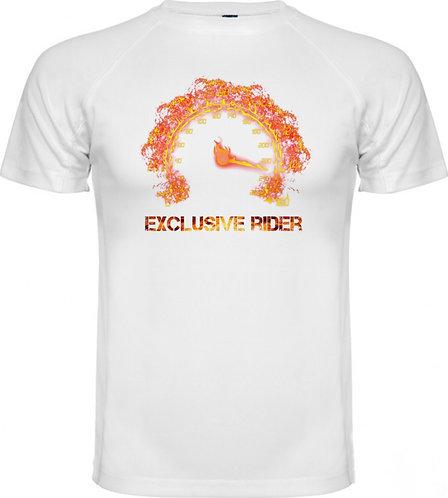 camiseta de un marcador de moto sacando fuego