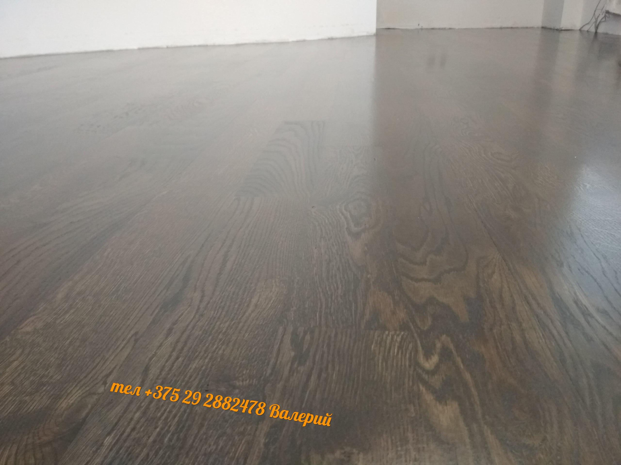 черный деревянный пол