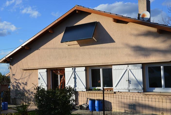 Chauffe-eau solaire sur façade