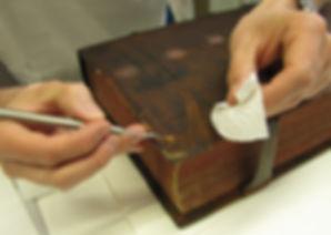 Restaurierung eines Ledereinbands