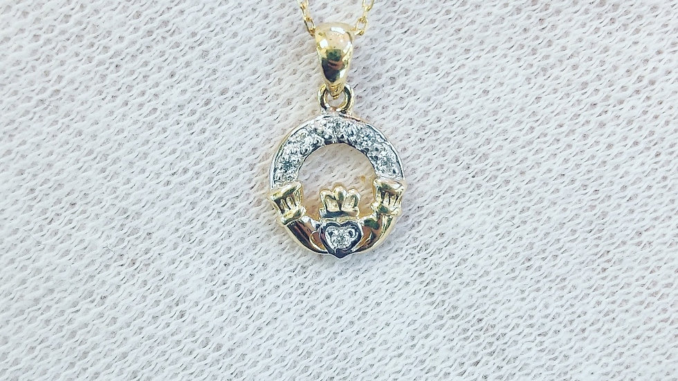 Delicate Gold Claddagh Necklace