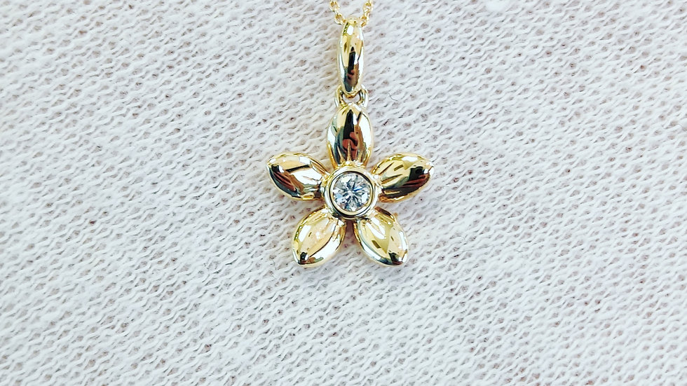 Delicate Gold Diamond Flower Necklace