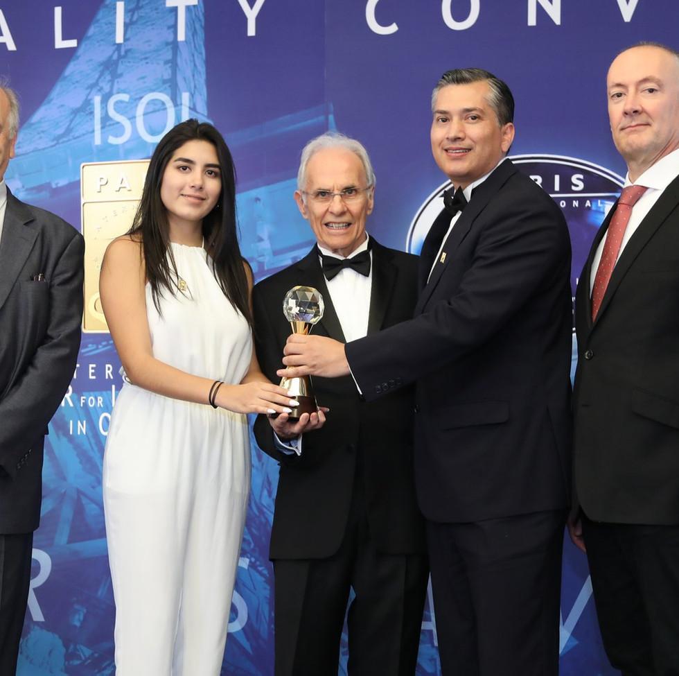 "International Star For Leadership In Quality Cirugías Plásticas Kennedy BID 2018 París"""