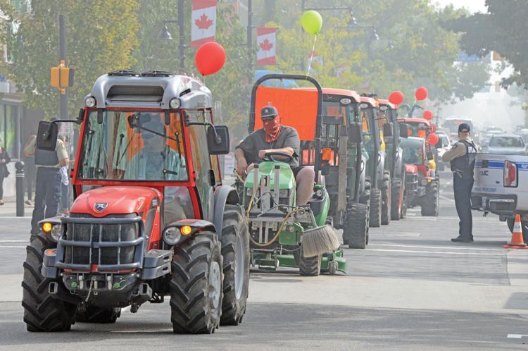 tractor rally.jpg