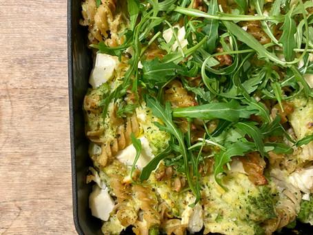 Volkorenpasta met broccolisaus en feta uit de oven
