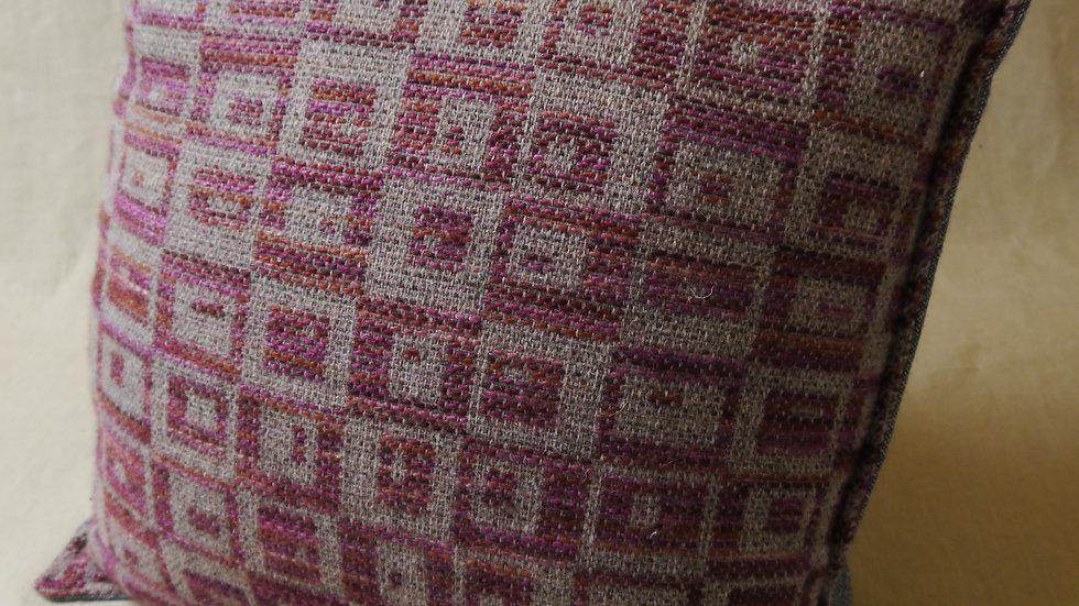 Square peg cushion