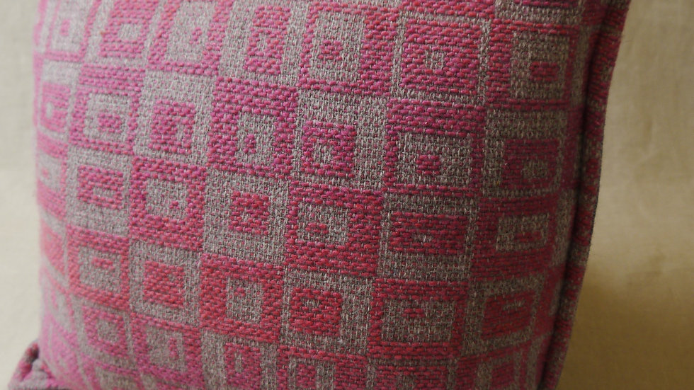 Square peg cushion