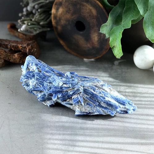 2.44 lb raw kyanite