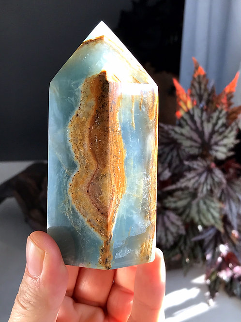 0.80lb blue onyx point