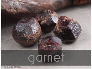 GARNET | symbol of love and devotion