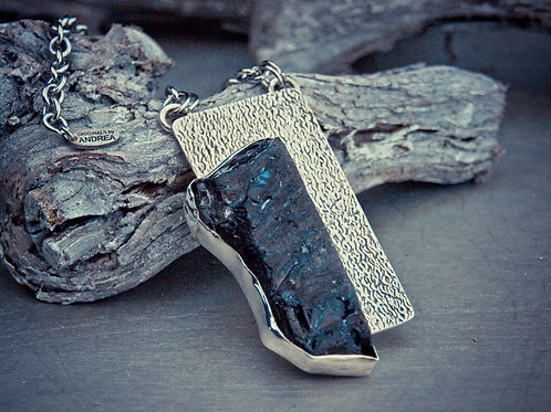 raw pendant necklace