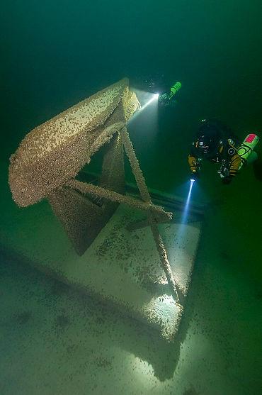 dive_boat_wreck.jpg