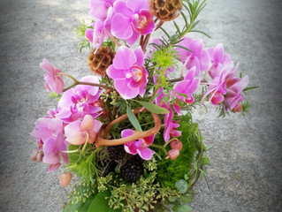 Be a floral gift-giver