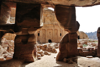 3 Tips to beat the crowds at Petra