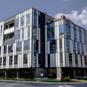 """Офис-сграда и """"Медицински център Есте клиник"""