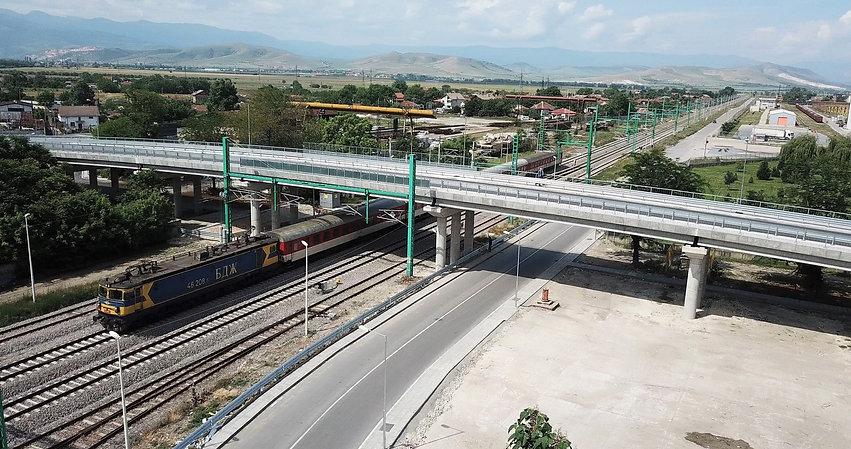 Стамболийски_с влак.jpg
