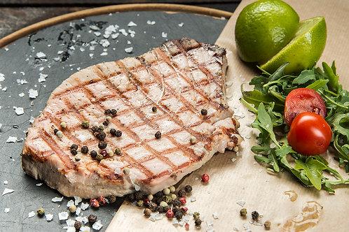 Риба тон филе на дървени въглища.