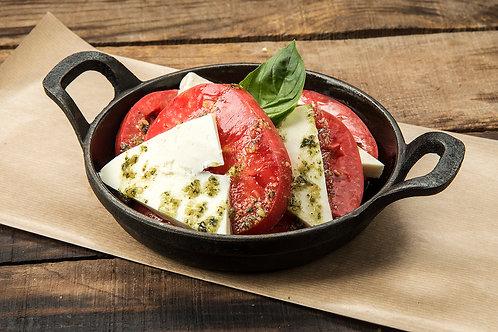 Розов домат с пресносолно сирене 100 гр.