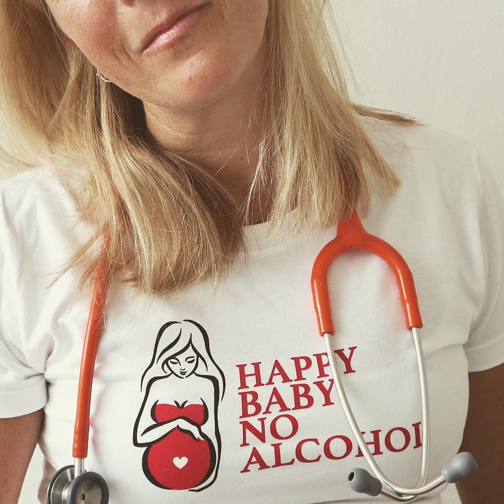 Alkohol in der Schwangerschaft kann zum fetalen Alkoholsyndrom führen.