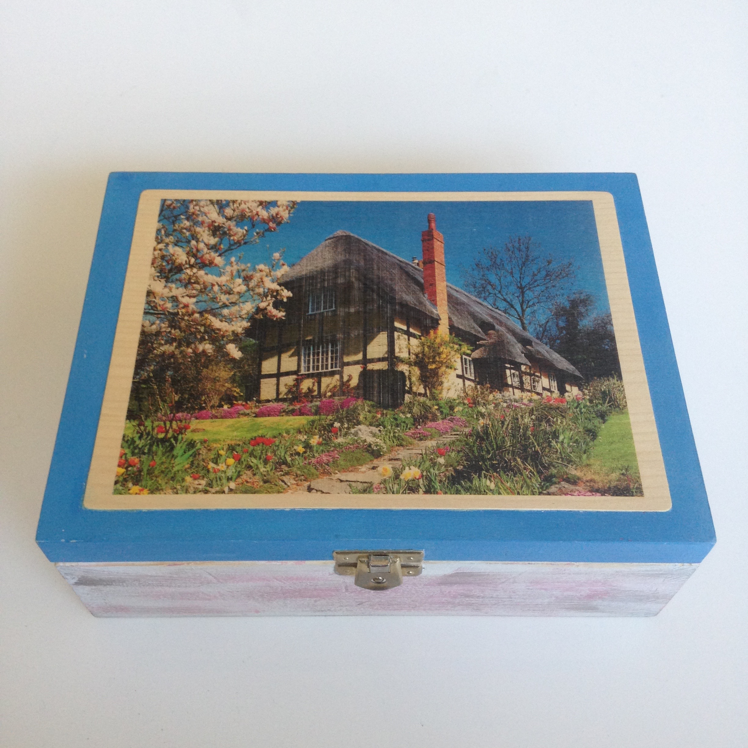 Thatched cottage Tea Box