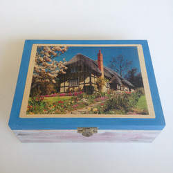 Thatched cottage Tea Box