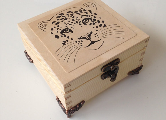Leopard box with feet and catch