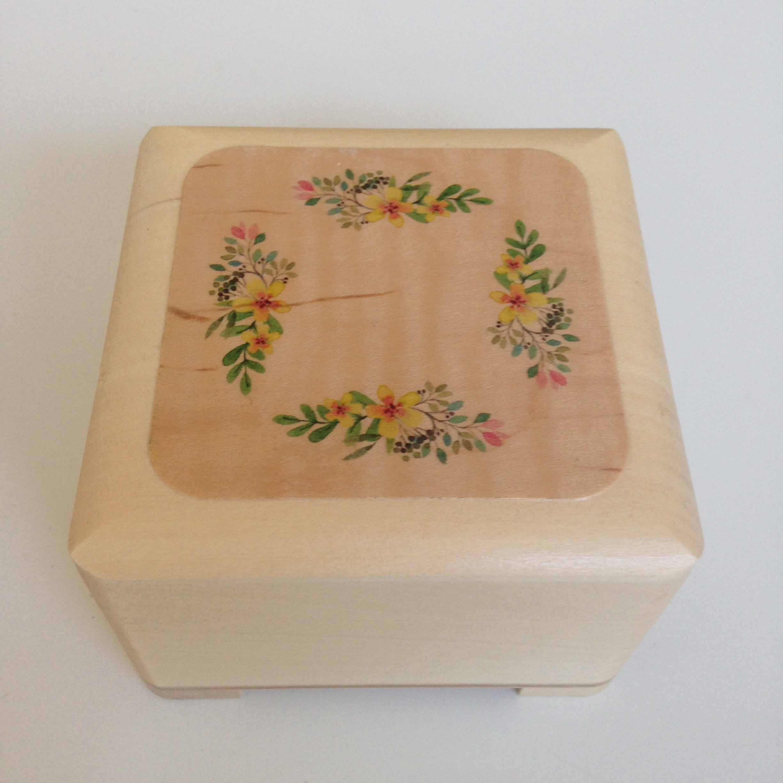Small Jewellery/keepsake box 2