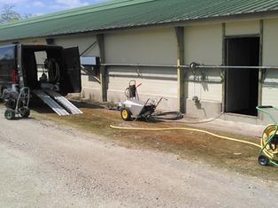 Lavage façade batiment agricole,