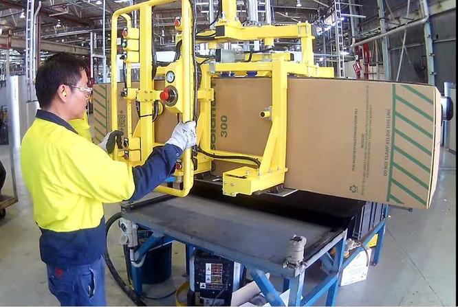 Handling Water Tank Cartons with combina